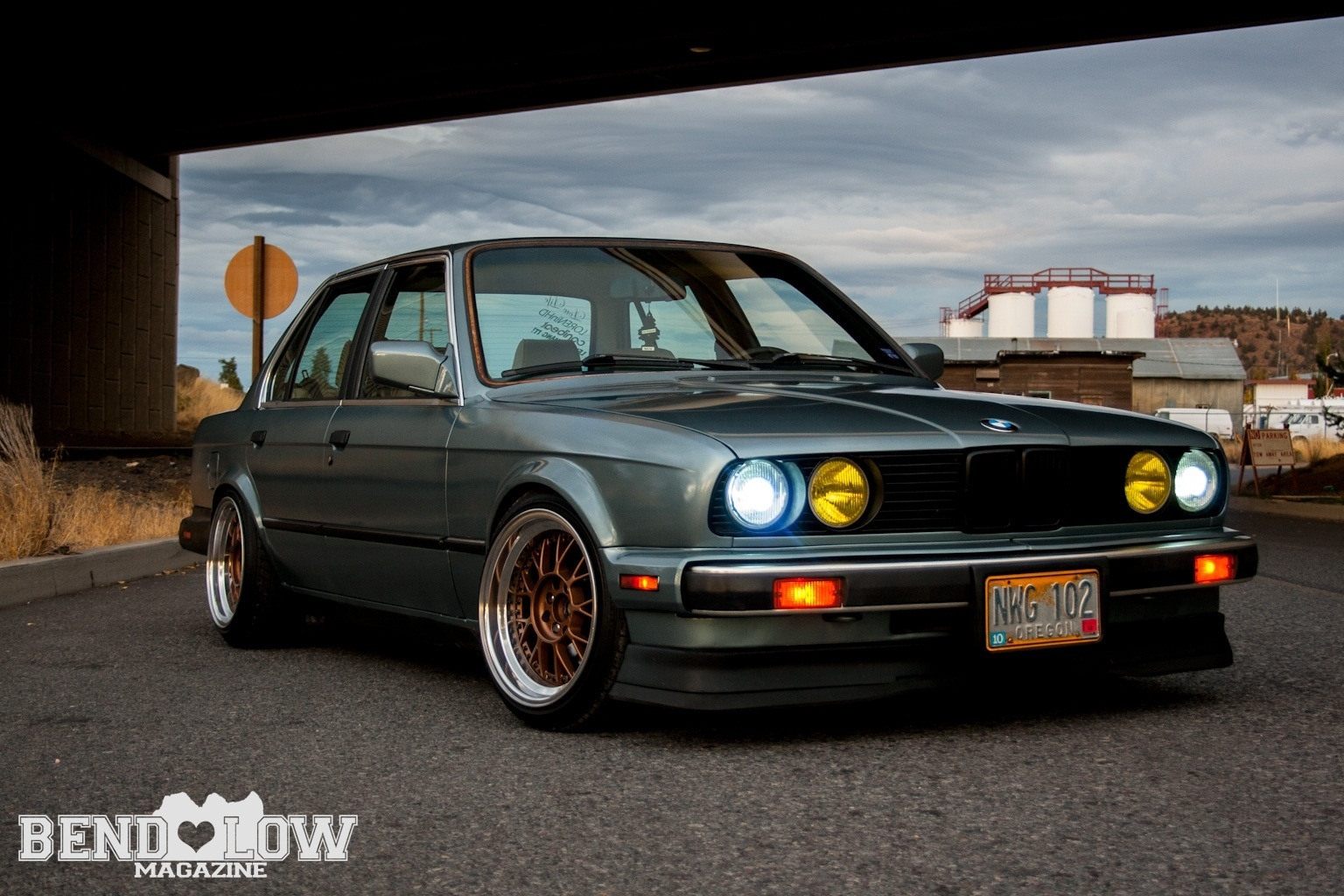 stanced bmw e30 bend low magazine. Black Bedroom Furniture Sets. Home Design Ideas
